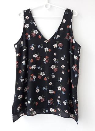 Блуза, майка в квіти.
