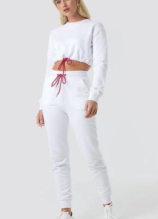 Na-kd джоггеры спортивные брюки с манжетами и контрастным шнурком
