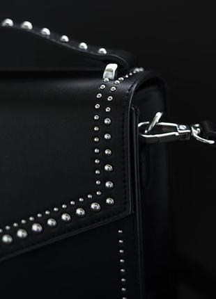 Стильная сумка с заклёпками