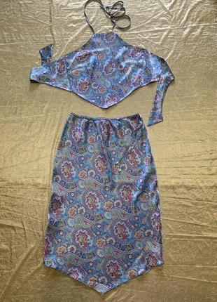 Шикарный атласный костюм юбка и топ на завязках soon размер xs-s