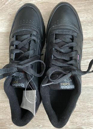 Фирменные кроссовки, привезённые из германии. обмена и возврата нет..