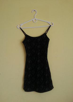 Черное мини платье в цветочек