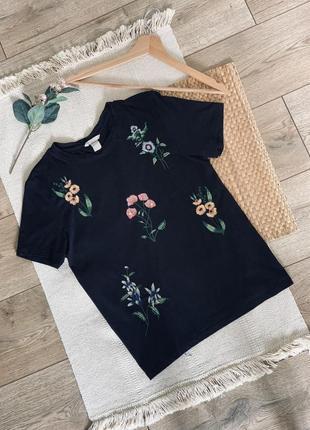 H&m футболка с вышивкой s, в идеальном состоянии
