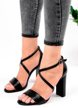 Шикарные женские чёрные босоножки на высоком каблуке