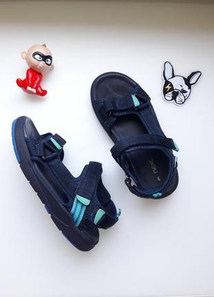 Спортивные босоножки сандалии треккеры next