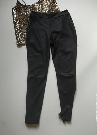 Черные штаны скинни