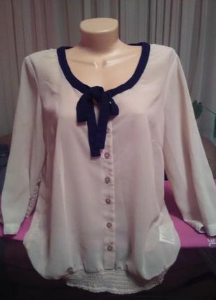 Красивая блузка цвета пудри