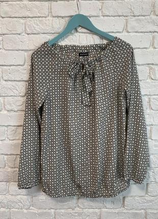 Легкая, струящаяся блуза от