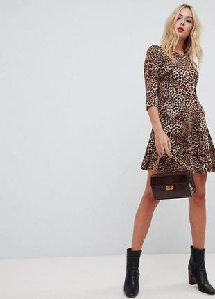 Платье в леопардовый принт qed london