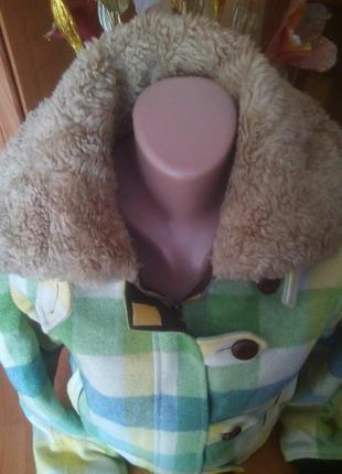 Очень теплая, яркая зимняя курточка