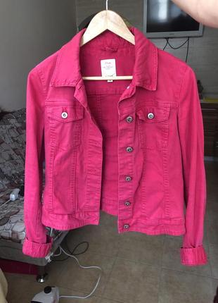 Ярко-розовая джинсовая куртка s.oliver