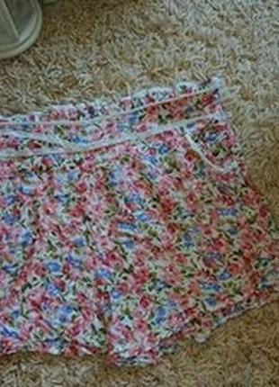Легкие короткие шорты в цветочек на лето р.s/m