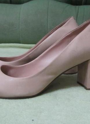 Туфли clarks нюдового цвета р. 40
