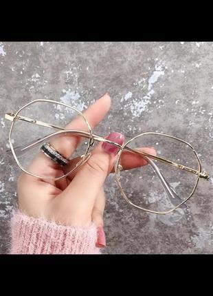 Очки с прозрачными стёклами