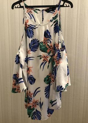 Блуза с открытыми плечами тропический принт