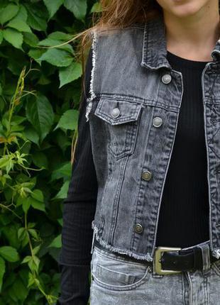 Джинсовая жилетка стильная с потертостями saints mortals (джинсова жилетка)