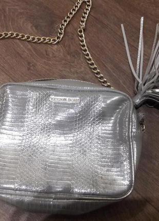 Оригинал сумка /сумочка кроссбоди вс victoria s secret серебро на цепочке