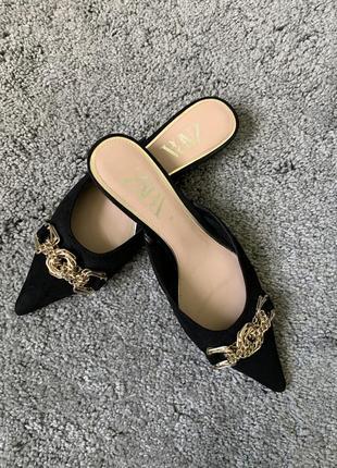 Мюлі туфлі zara шльопанці тапки чорні з золотом сабо