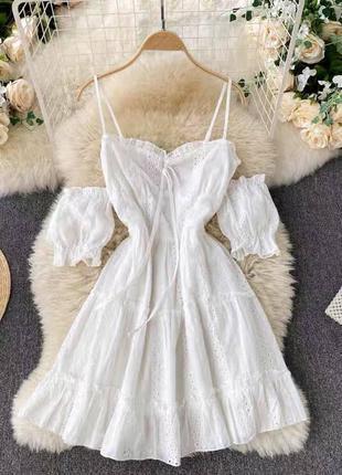 Белое платье из прошвы со съёмными рукавами