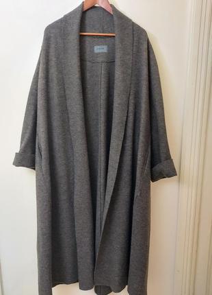 Розкішне шерстяне пальто oska