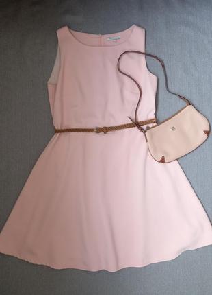 Женственное нежно-розовое платье