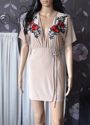 Трендове плаття з вишивкою boohoo 1+1 = 3