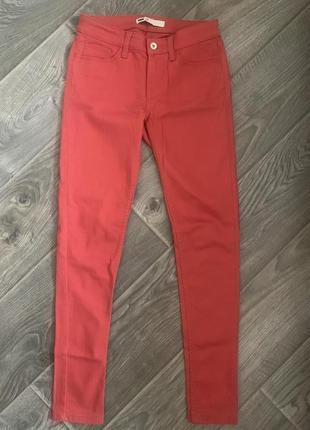 Коралловые джинсы скини levi's, размер 28
