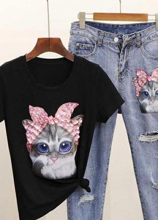 (46 размер) костюм из джинсов и футболки с нашивкой из пайеток кошка