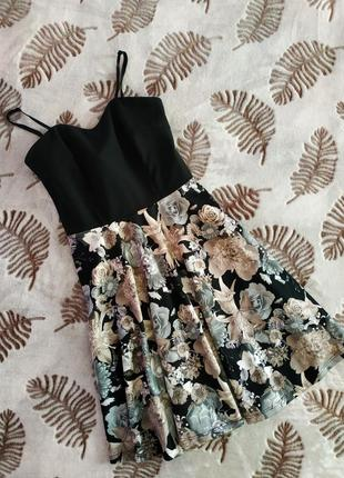 Плаття на шлейках
