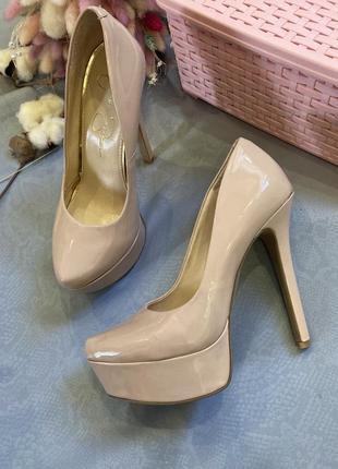 Туфли лодочки лак в стиле zara clarks