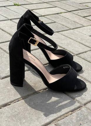 Босоножки женские чёрные на каблуке