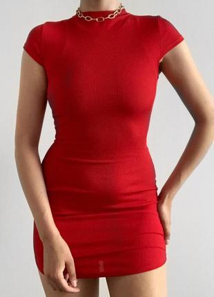 Стильное платье в мелкий рубчик