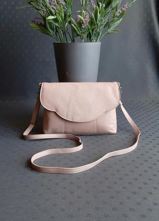 Кожаная красивая нежно розовая сумка кроссбоди фирмы collection debenhams