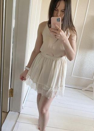 Молочная шифоновая мини юбка с кружевом