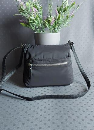 Красивая черная сумка кроссбоди фирмы primark в новом состоянии