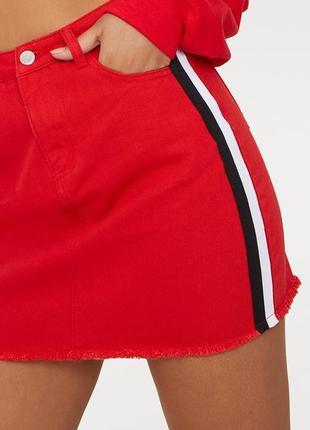 Красная юбка со вставками