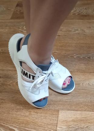 Открытые кожаные кроссовки. wot's производитель турция.1 фото