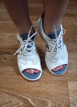 Открытые кожаные кроссовки. wot's производитель турция.2 фото