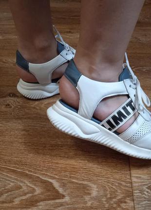 Открытые кожаные кроссовки. wot's производитель турция.4 фото