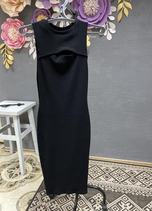 Элегантное платье футляр с вырезом на груди bershka