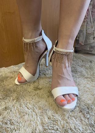 Босоножки на каблуке3 фото