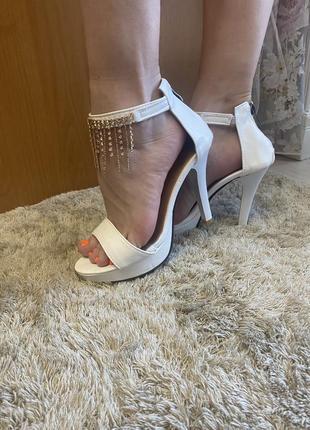 Босоножки на каблуке5 фото