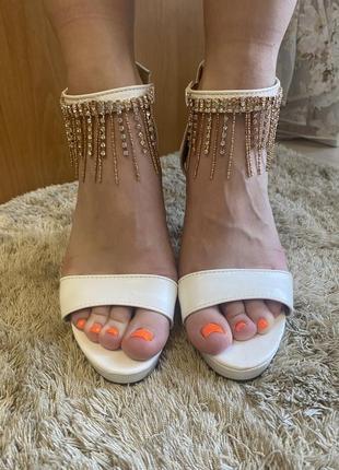Босоножки на каблуке4 фото