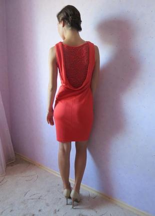 Шикарное платье с кружевной спиной