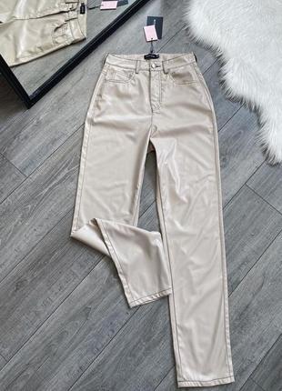 Нюдовые кремовые кожаные штаны