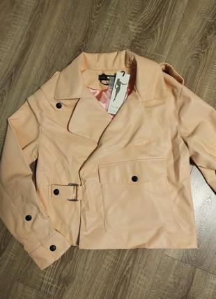 Кожаная куртка персикового цвета