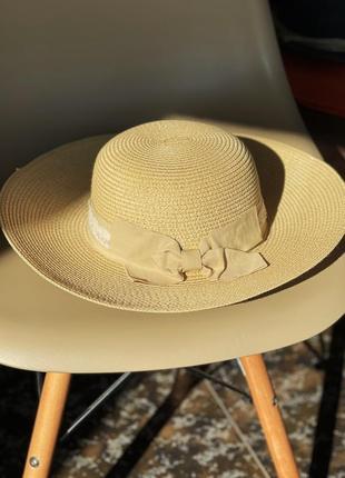 Соломенная шляпа, капелюх