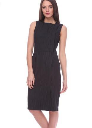Класичне плаття в тонку смужку