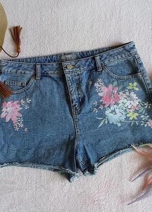 Джинсовые шорты с цветочным принтом