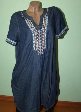 Красивое округлое платье с вышивкой